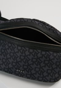 DKNY - CASEY  LOGO - Bum bag - black - 5