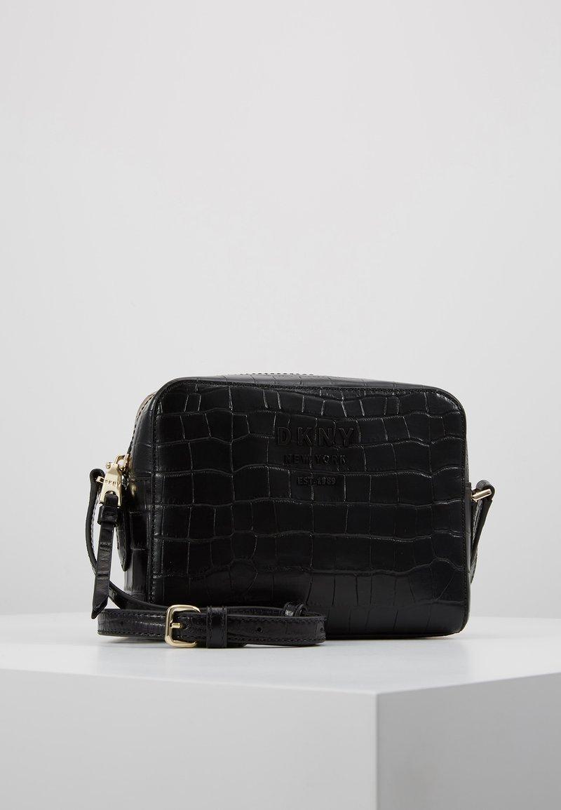 DKNY - NOHO CAMERA BAG - Taška spříčným popruhem - black/silver