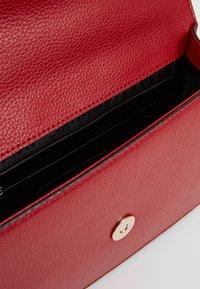 DKNY - ELISSA SMALL SHOULDER FLAP - Sac bandoulière - bright red - 4