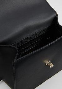 DKNY - CATHERINE MED SHOULDER FLAP - Taška spříčným popruhem - black/gold - 4