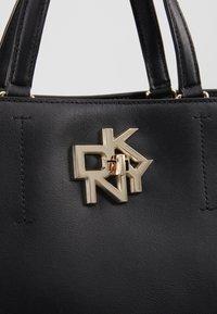 DKNY - CATHERINE - Kabelka - black/gold - 6