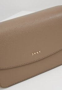 DKNY - ITEM BELT BAG - Bum bag - mushroom - 6