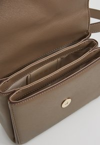 DKNY - ITEM BELT BAG - Bum bag - mushroom - 4