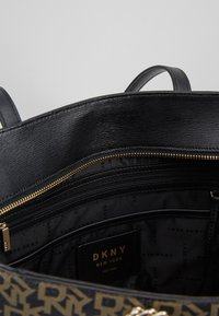 DKNY - BRYANT LARGE TOTE - Tote bag - ebony/black - 4