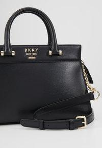 DKNY - AVA - Kabelka - black/gold - 6