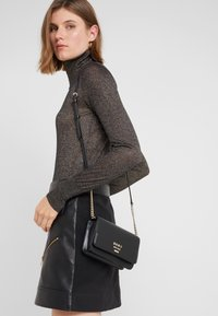 DKNY - AVA WALLET STRING - Across body bag - black/gold - 1