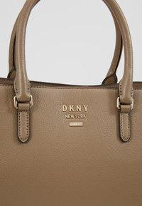 DKNY - WHITNEY WORK TOTE  - Käsilaukku - dune - 6