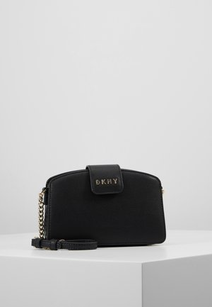 CLARA CHAIN CROSSBODY PEBBLE  - Sac bandoulière - black/gold