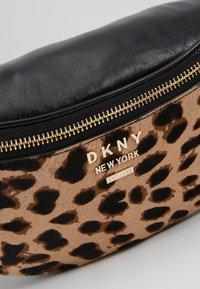 DKNY - KIM BELT BAG  - Rumpetaske - natural - 6
