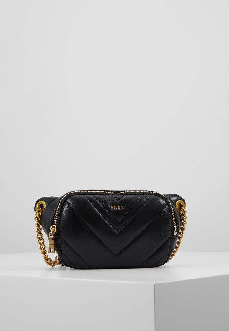 DKNY - VIVIAN BELT BAG CHEVRON QUILTED - Bæltetasker - black/gold-coloured