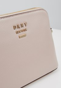 DKNY - WHITNEY DOME CROSSBODY - Across body bag - cashmere - 6