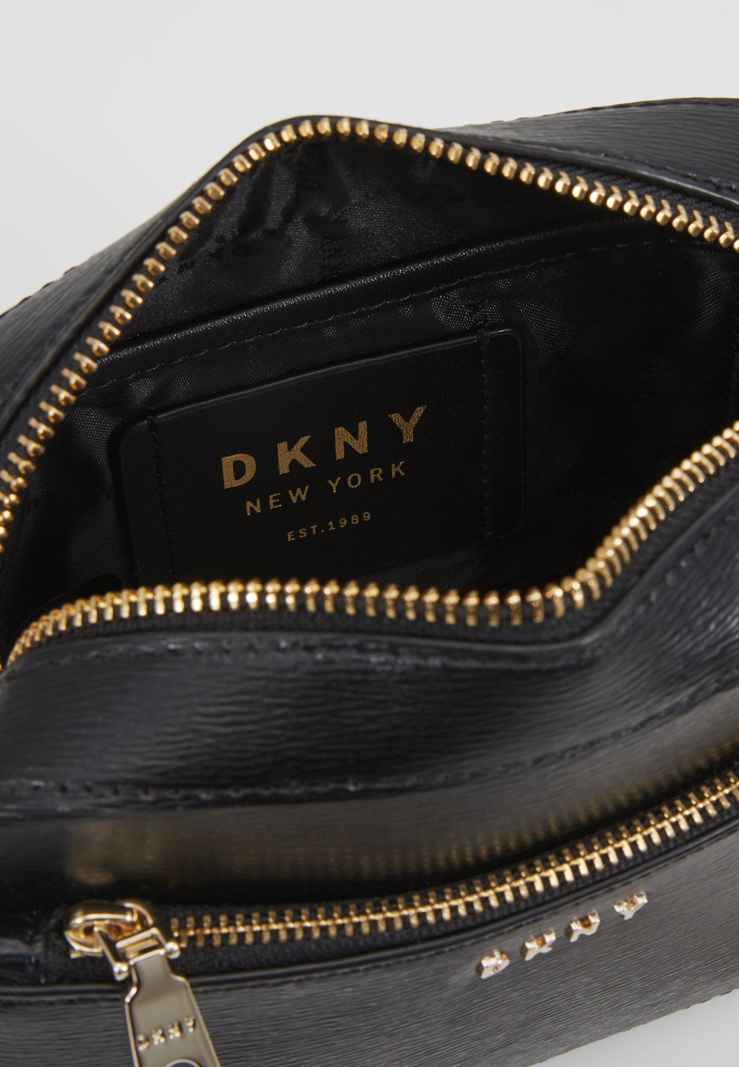 DKNY BRYANT CAMERA BAG SUTTON - Axelremsväska - black/gold
