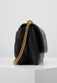 DKNY - VIVIAN DOUBLE SHOULDER FLAP  - Handtas - black/gold - 3