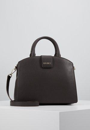 CLARA - Käsilaukku - dark chocolate