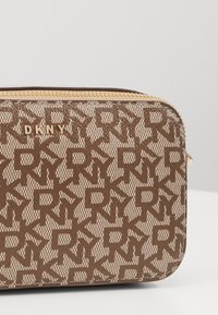 DKNY - BRYANT LOGO CAMERA BAG - Across body bag - sand - 2