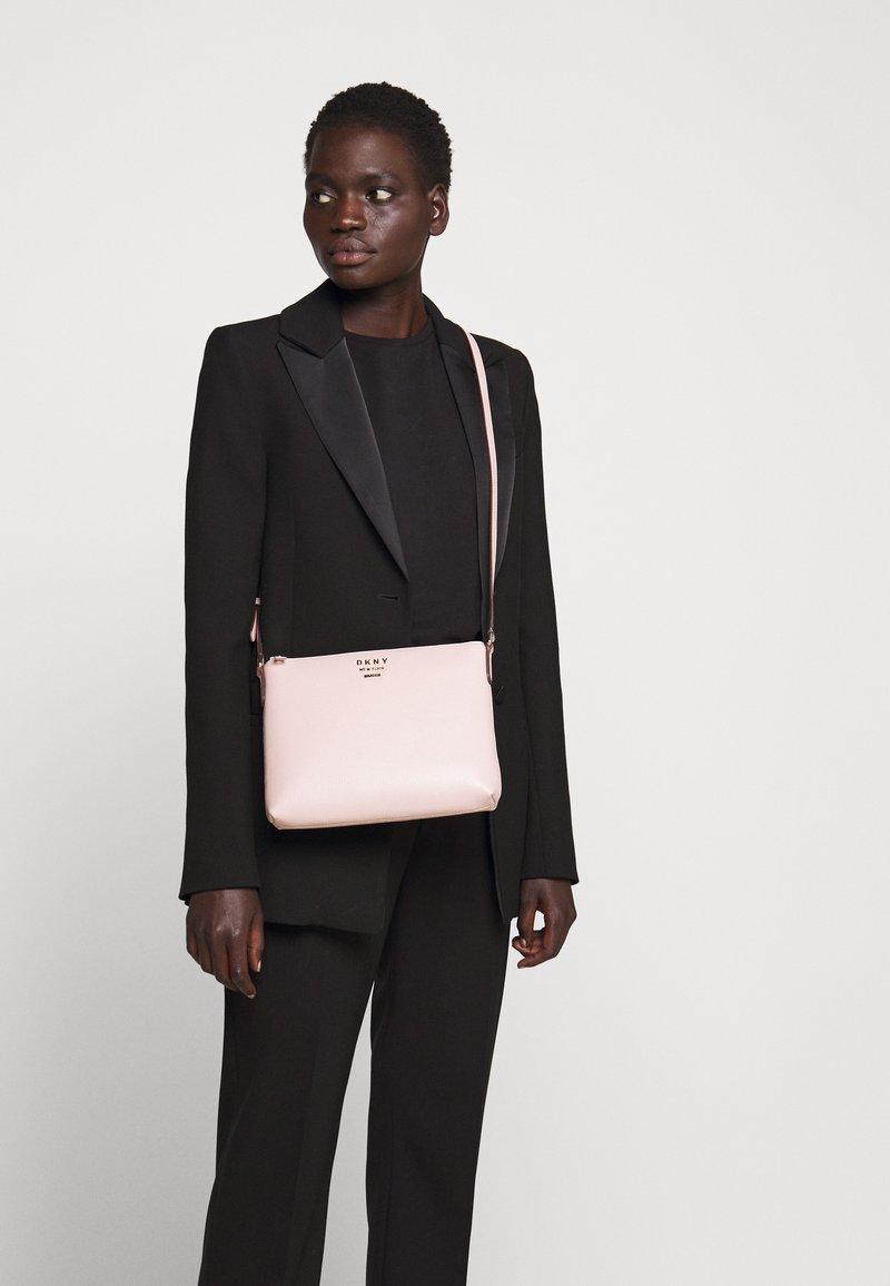 DKNY - WHITNEY FLAT CROSSBODY - Across body bag - light pink