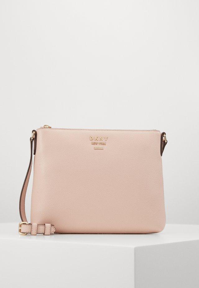 WHITNEY FLAT CROSSBODY - Taška spříčným popruhem - light pink