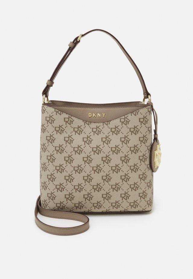 DAYNA BUCKET LOGO - Handbag - khaki/soft clay