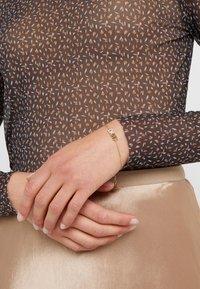 DKNY - PAVE LOGO PENDANT - Armband - gold-coloured - 1