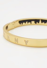 DKNY - ENAMEL SKYLINE HINGE BANGLE  - Bracelet - crystal / gold-coloured - 5