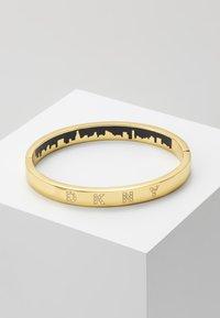 DKNY - ENAMEL SKYLINE HINGE BANGLE  - Bracelet - crystal / gold-coloured - 0