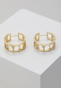 DKNY - 1989 HUGGIE HOOP  - Earrings - gold-coloured - 0