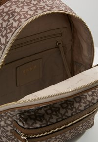 DKNY - CASEY MEDIUM BACKPACK - Reppu - nude - 4