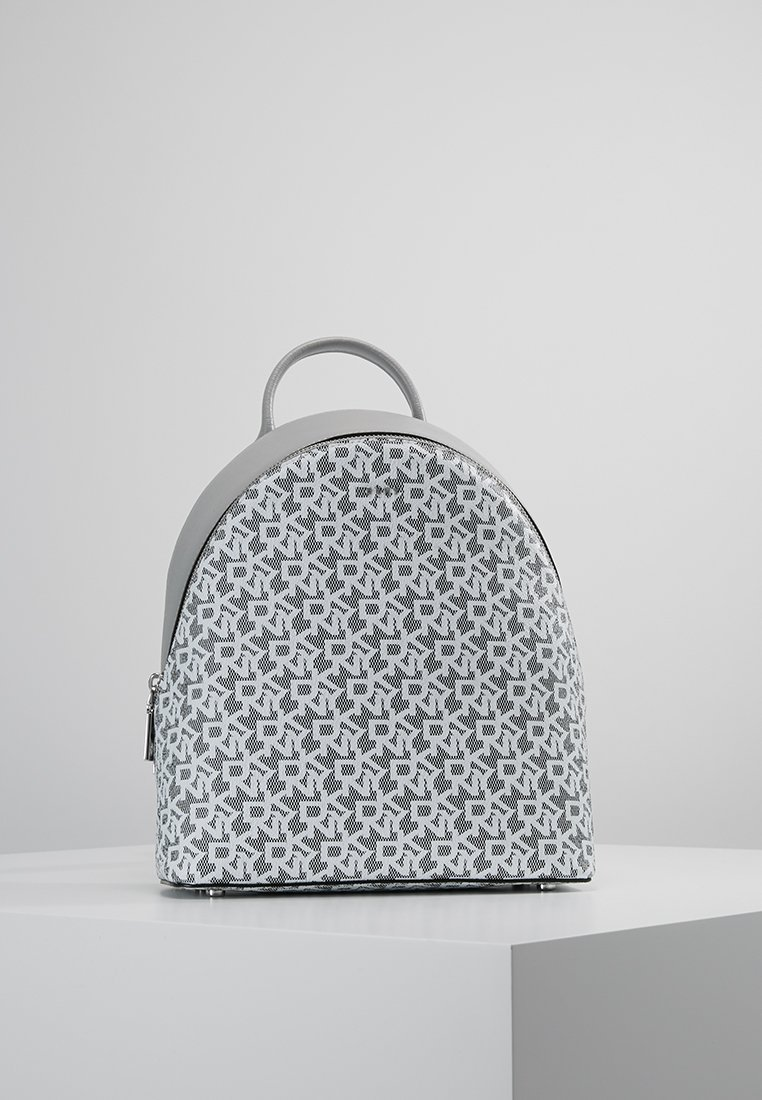 DKNY - EXCLUSIVE BRYANT MEDIUM BACKPACK - Tagesrucksack - white