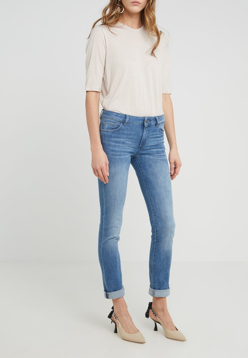 DL1961 - NICKY MID RISE CIGARETTE - Jeans Straight Leg - whitman