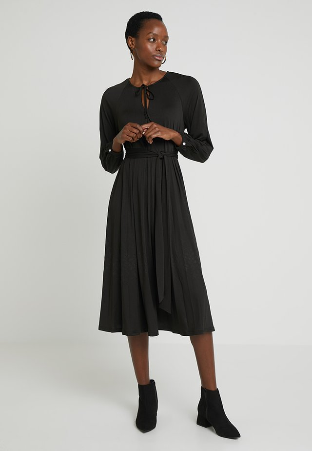 PAULINE - Jerseykleid - black