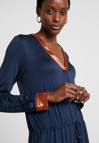 Delicatelove - VADA DRESS - Jersey dress - storm - 3