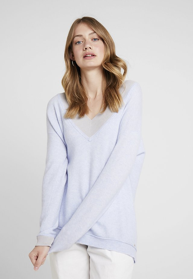 V NECK JUMPER - Trui - sky