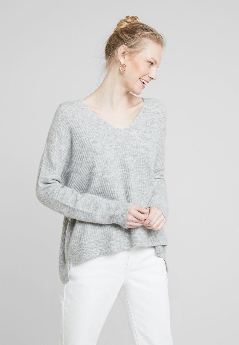 Delicatelove - Strikkegenser - silver shine