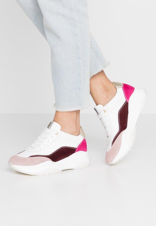 Sneakersy niskie - fuchsia