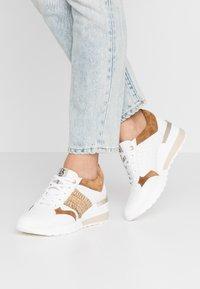DL Sport - Sneakers basse - bianco/bark/trecia sabia - 0