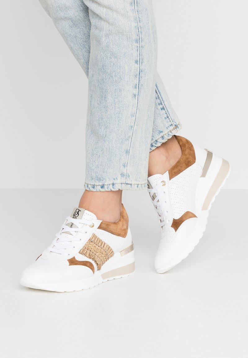 DL Sport - Sneakers basse - bianco/bark/trecia sabia