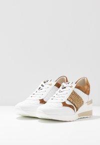 DL Sport - Sneakers basse - bianco/bark/trecia sabia - 4