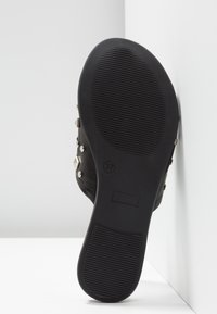 DNA Footwear BV - Pantofle - black - 6