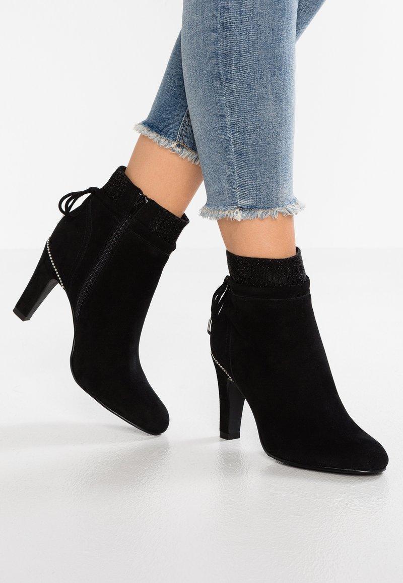 DNA Footwear BV - Stivaletti con tacco - black