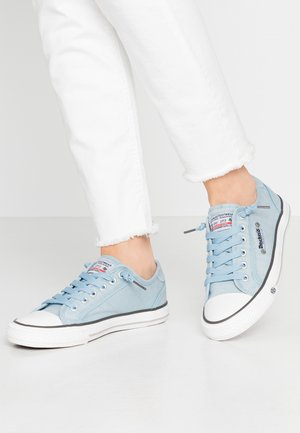 Sneakers - baby blau