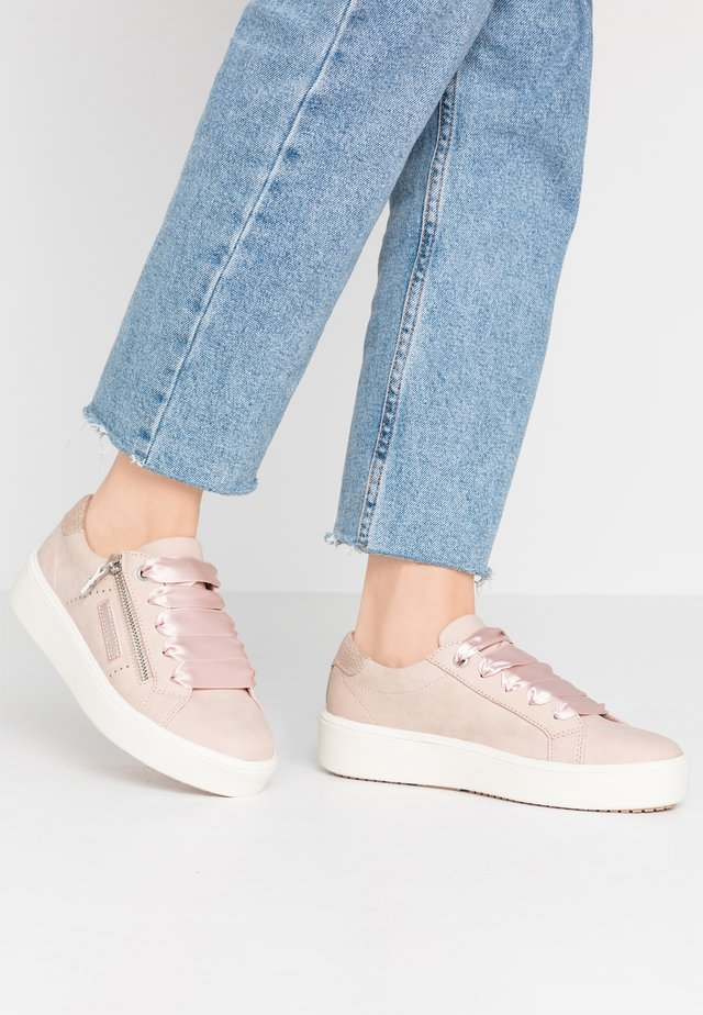 Baskets basses - rosa