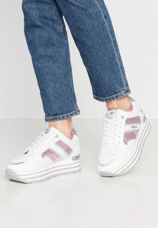 Matalavartiset tennarit - weiß/pink