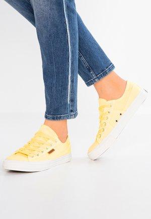 Baskets basses - gelb