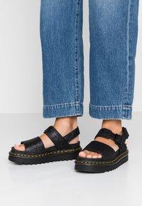 Dr. Martens - VOSS - Korkeakorkoiset sandaalit - black fine - 0
