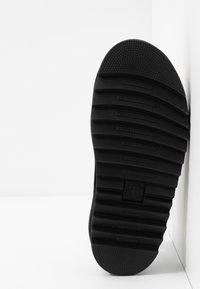 Dr. Martens - BLAIRE - Korkeakorkoiset sandaalit - white hydro - 6