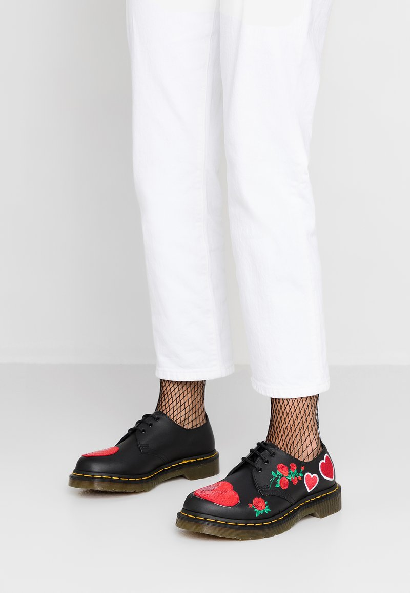 Dr. Martens - 1461 HEARTS 3 EYE SHOE - Casual lace-ups - black/red