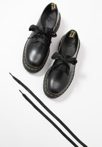 Dr. Martens - HOLLY - Oksfordki - black buttero - 7