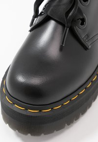 Dr. Martens - HOLLY - Oksfordki - black buttero - 2