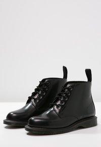 Dr. Martens - EMMELINE - Šněrovací kotníkové boty - black - 2
