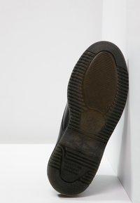 Dr. Martens - EMMELINE - Šněrovací kotníkové boty - black - 4